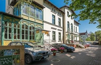 Villa Sedan