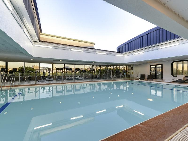 Hotel novotel paris tour eiffel pary francja for Piscine novotel tour eiffel