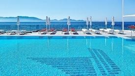 Dimitra Beach Hotel & Suites