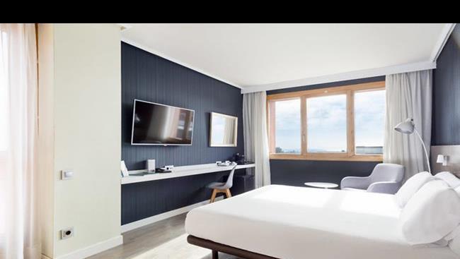 Hotel abba garden hiszpania barcelona oferty na for Barcelona pool garden 4