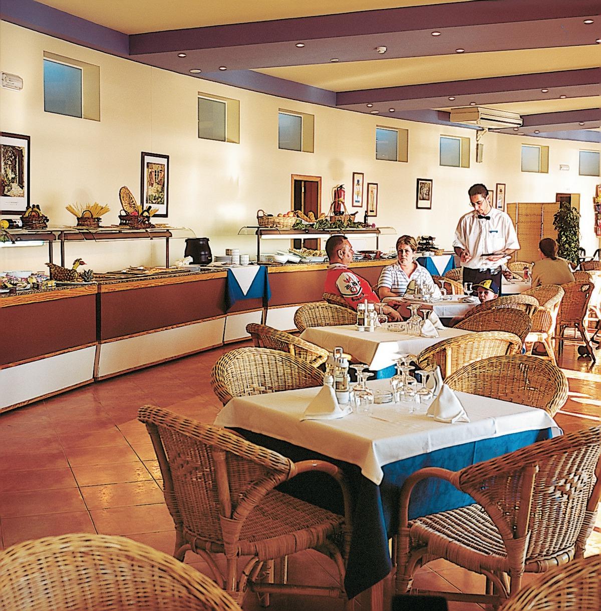 Hotel aparthotel sea club minorka hiszpania for Aparthotel corse