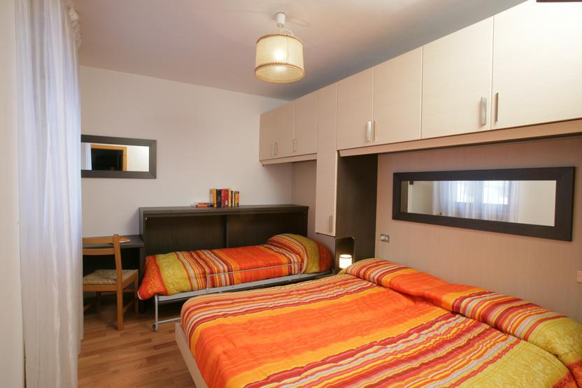 Hotel viola trentino w ochy - Camera da letto singola moderna ...