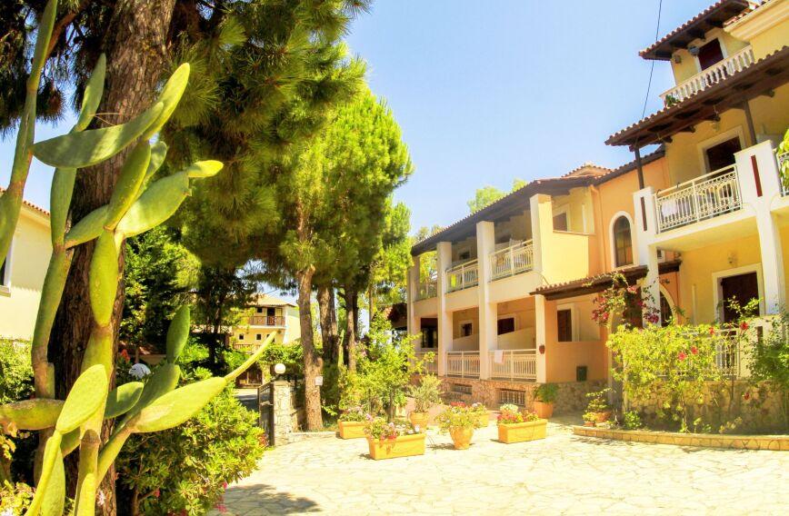 Pyrgaraki Studios & Apartments