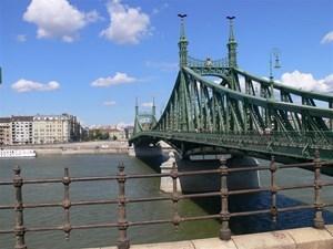 secesyjny-most-w-budapeszcie.jpg