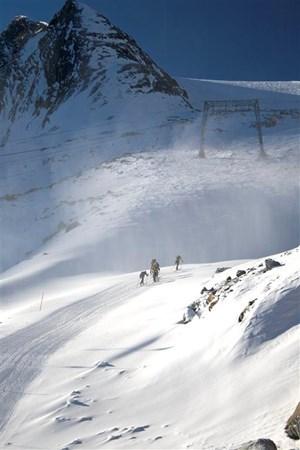 Skiturowcy wchodza na szczyt (Medium).jpg