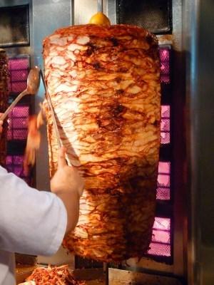 Shawarama jest bardzo popularnym daniem w Egipcie
