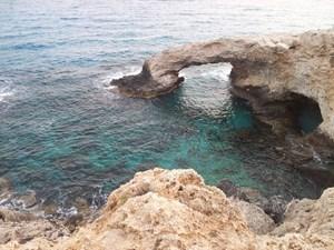 Jaskinie i klify