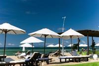 Hotel Aston Bali Resort & Spa - Przy hotelu: basenik, lezaczki, tropikalna roślinnośc...