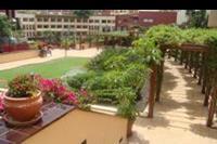Hotel Best Jacaranda - Lącznik miedzy budynkami - piekna zielen