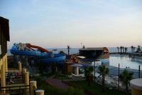 Hotel Incekum Beach Resort - widok z tarasu-zjezdzalnie,basen,amfiteatr,morze