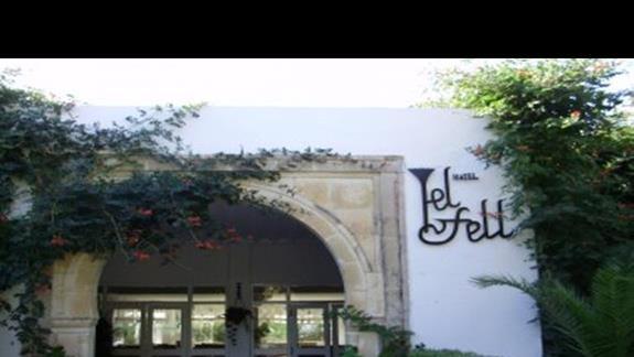 Wejście do hotelu El fell