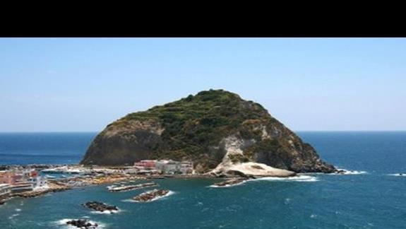 176 ischia, casamicciola, termy tropical z sant'angelo w tle
