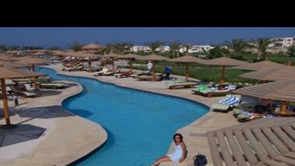 Jeden z basenów w Hiltonie
