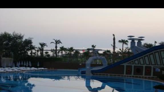 basen i zjezdzalnia