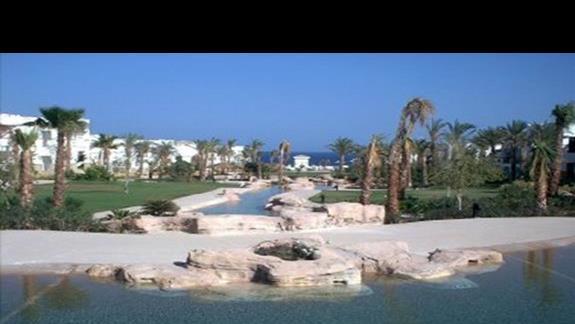 Kaskady wodne hotelu Amphoras Holiday Inn
