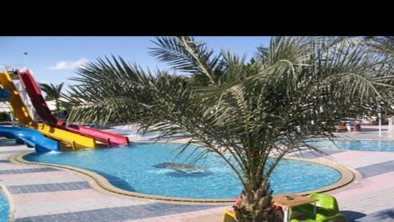 basen przy hotelowej plazy