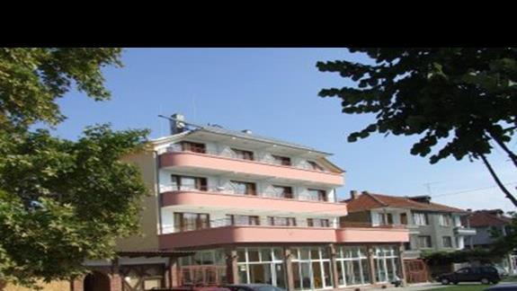 widok hotelu z przodu