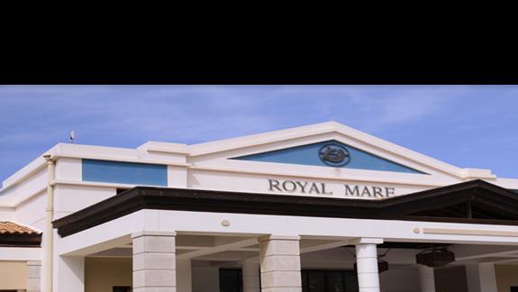 Wejście do hotelu Aldemar Royal Mare