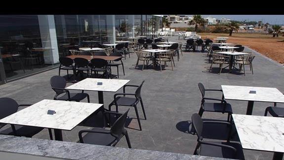 restauracja na zewnątrz