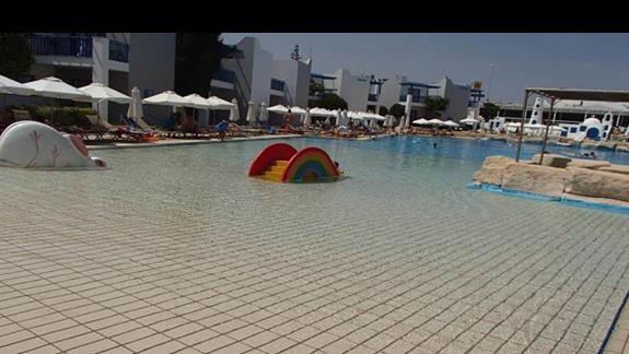 brodzik w głównym basenie