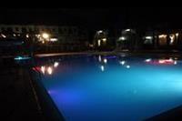 Hotel Club Simena - Podświetlany basen wieczorem