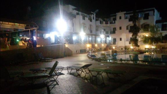 Hotel nocą.