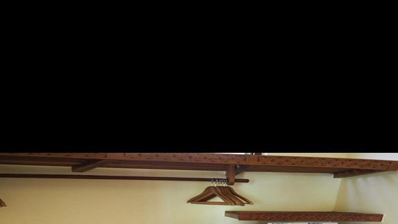 Garderoba w pokoju Pwani