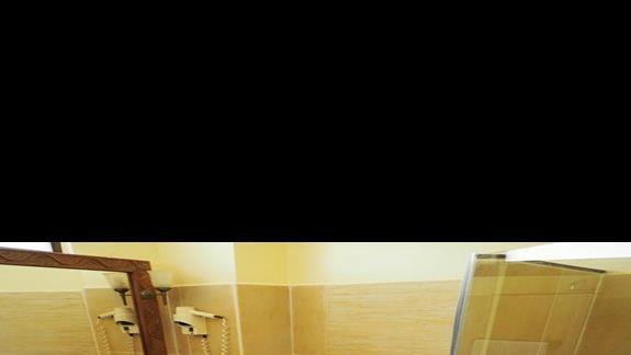Łazienka w pokoj Pwani