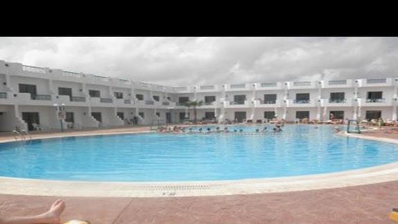 Aerobik lub gry wodne w basenie