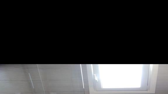 łazienka w odnowionym pokoju