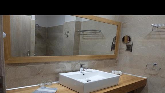 łazienka w pokoju standard w hotelu Lutania Beach