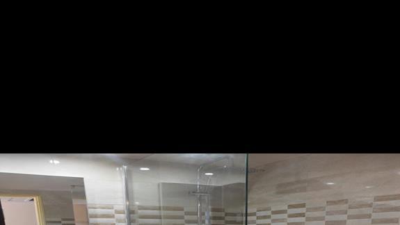 łazienka w pokoju pokoju standard w hotelu Golden Odyssey