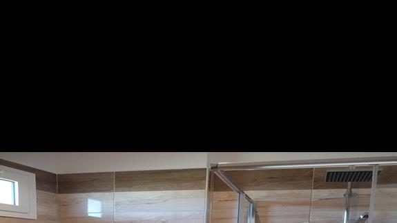 łazienka w pokoju rodzinnym w  hotelu Golden Odyssey