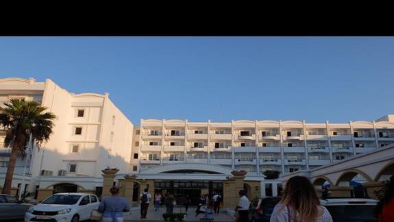 wejście do hotelu Mitsis Grand