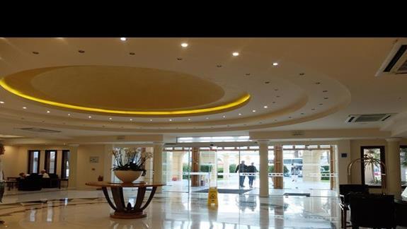 lobby w hotelu Mitsis Grand