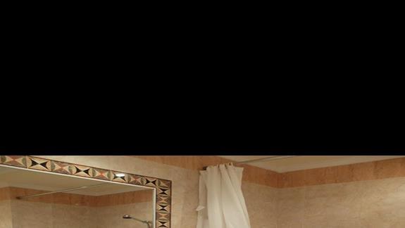 łazienka w pokoju tsandardowym w hotelu Mitsis Grand