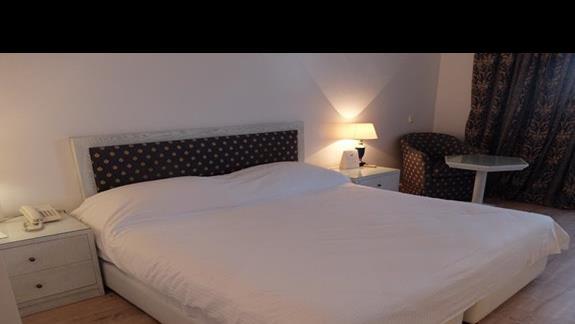 pokój standardowy w hotelu Mitsis Grand