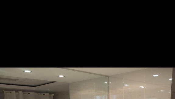 łazienka w pokoju junior suite w hotelu Kipriotis Village
