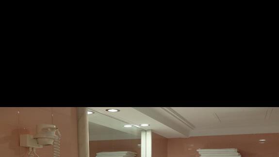 łazienka w pokoju standardowym w hotelu Kipriotis Village