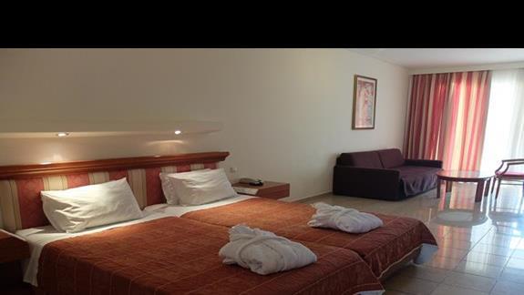 pokój junior suite w hotelu Kipriotis Village