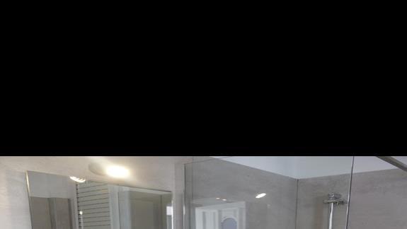 łazienka w pokoju standardowym w hotelu Thalasea Beach Resort