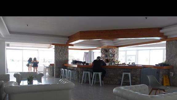 bar w hotelu Thalasea Beach Resort