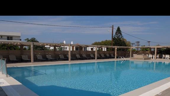 basen w hotelu Thalasea Beach Resort