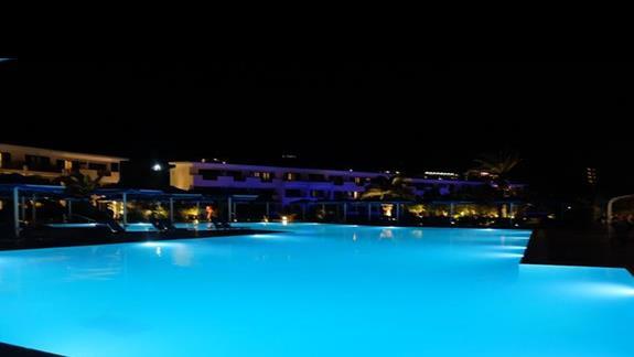 basen w hotelu Mitsis Ramira