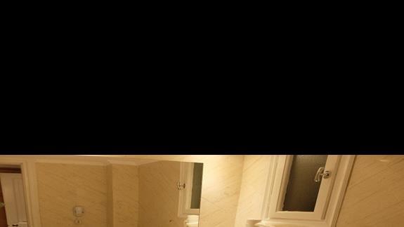 łazienka w pokoju standardowym w hotelu Mitsis Ramira