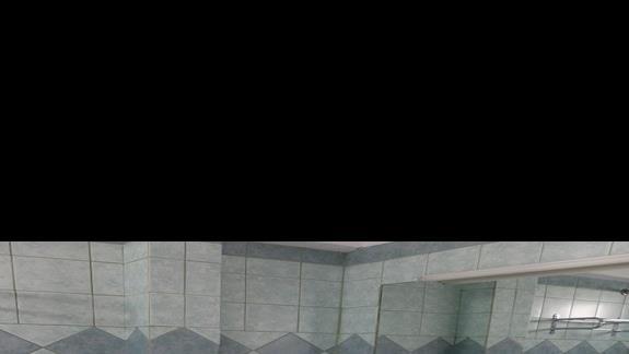 łazienka w pokoju standardowym w hotelu Evripides Village