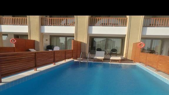 prywatny basen w hotelu Mitsis Blue Domes