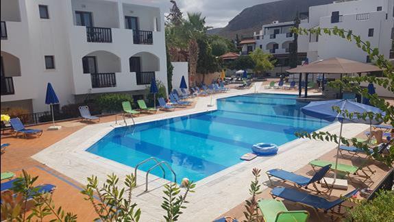 Jeden z trzech basenów w hotelu