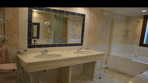 druga łazienka w apartamencie Aldemar Royal Olympian