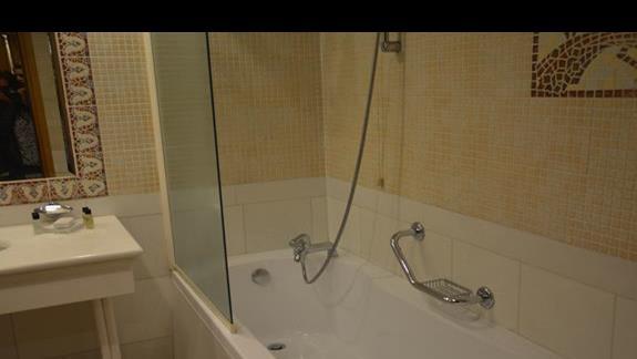 łazienka w pokoju  Aldemar Royal Olympian